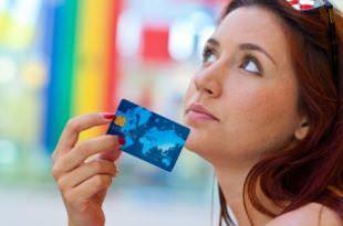 Женщина с банковской картой
