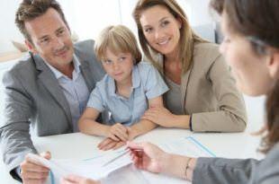 Семья с сотрудником банка