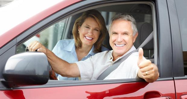 Пенсионеры в автомобиле