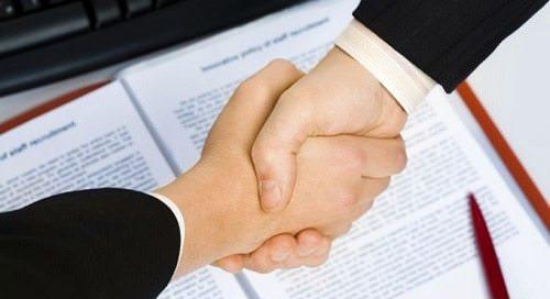 пожатие рук деловое