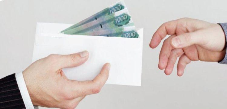 деньги в коверте